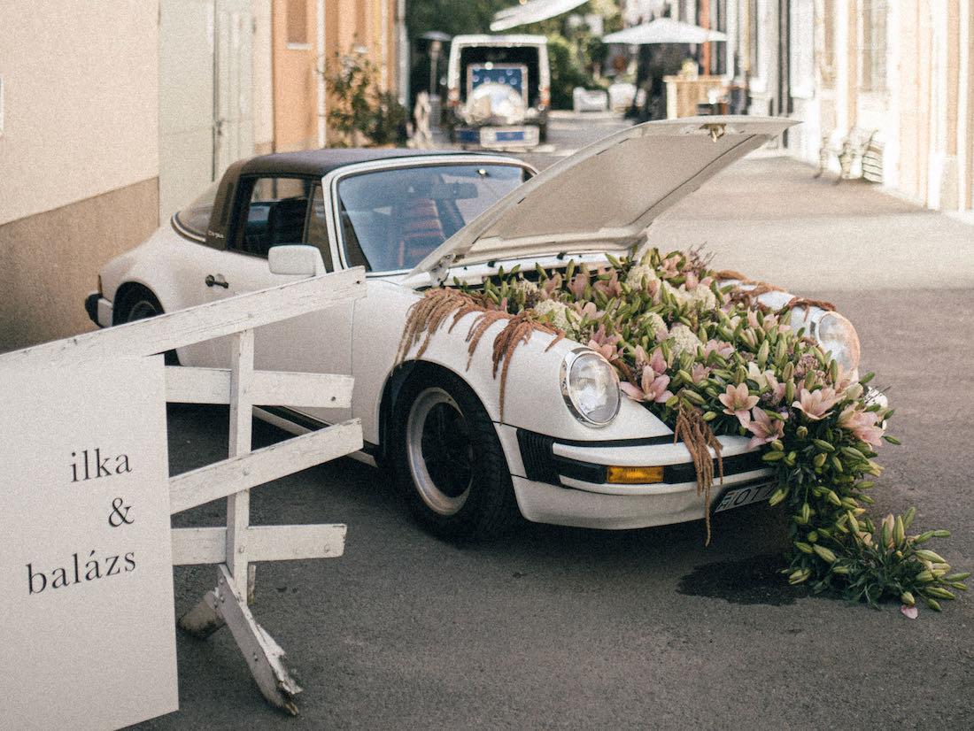 Virágba borult Porsche Targa nagyon különleges esküvői dekoráció, dekor: Mimóza Budapest